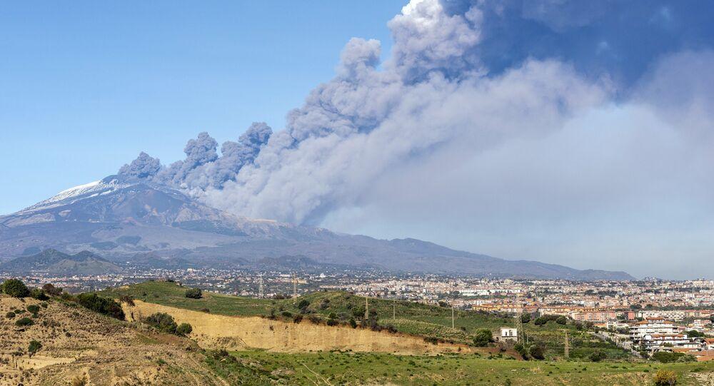 Erupção do vulcão italiano Etna
