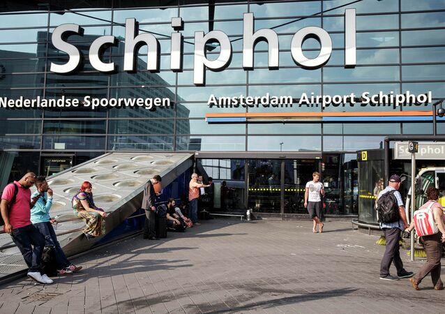 A entrada principal do aeroporto de Achiphol, em Amsterdam, Holanda. Foto de 17 de julho de 2014.