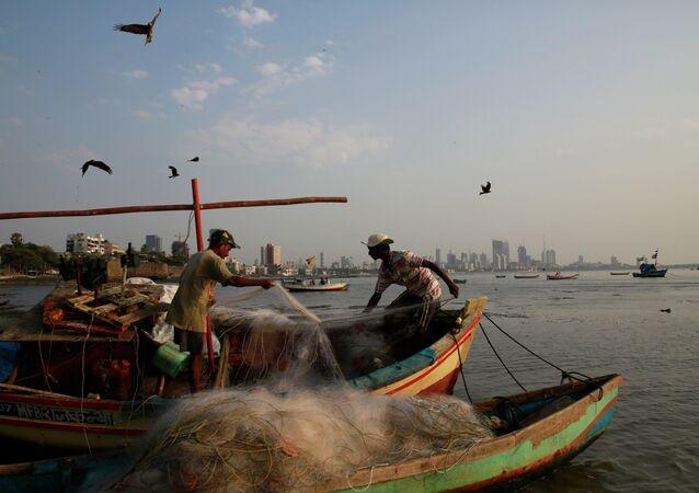 Pescadores indianos no Mar da Arábia (arquivo)