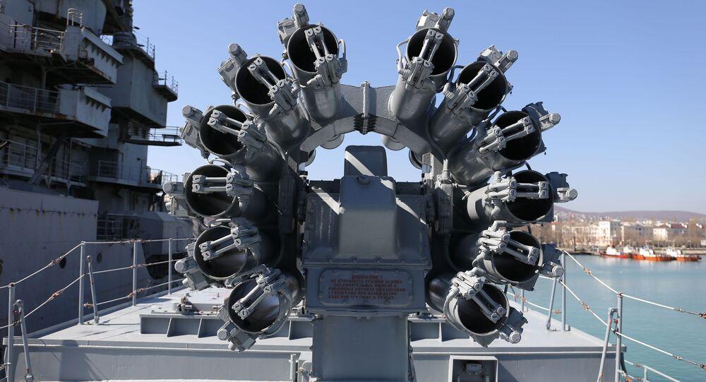 Sistema de mísseis de cruzeiro Kalibr instalado na fragata russa Admiral Grigorovich