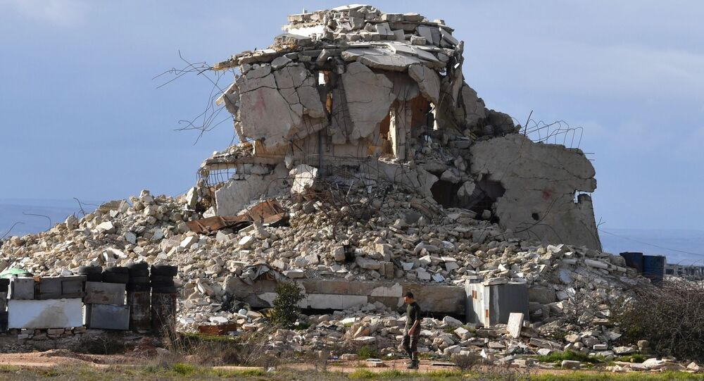 Prédio destruído na linha de frente das Forças Armadas da Síria