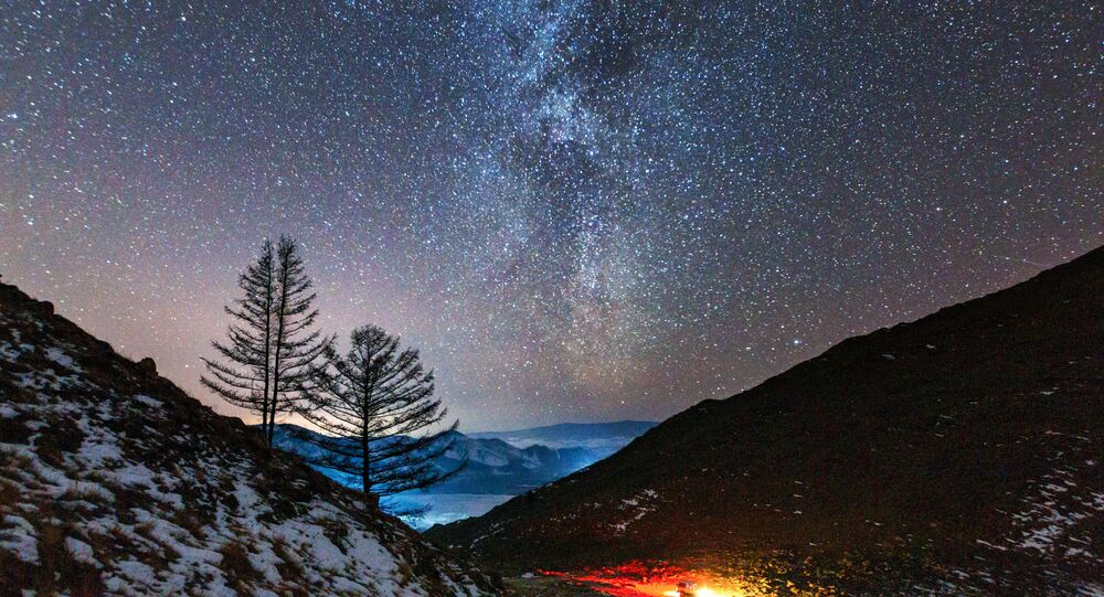 Via Láctea no vale do rio Anga que deságua no lago Baikal, Rússia (imagem referencial)