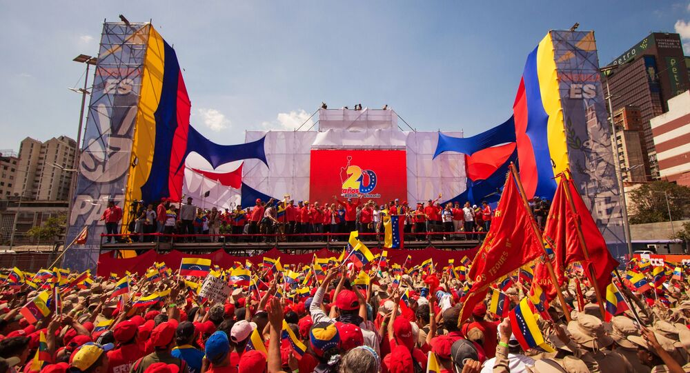 Presidente da Venezuela, Nicolás Maduro, se dirige aos seus apoiadores  durante um ato em Caracas