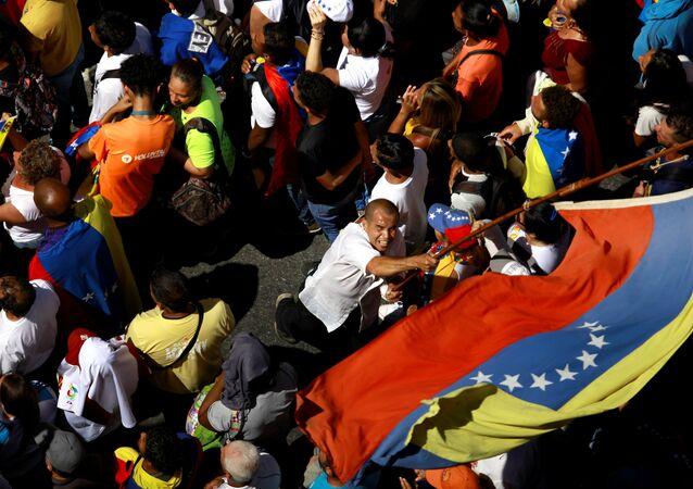Manifestante durante protesto contra o governo do presidente venezuelano Nicolás Maduro em Caracas