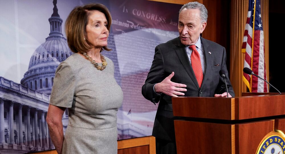 A presidente da Câmara dos Representantes dos EUA, Nancy Pelosi, e o líder  da minoria no Senado, Chuck Schumer