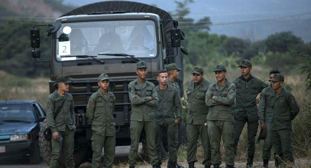 Militares venezuelanos na fronteira com a Colômbiaё