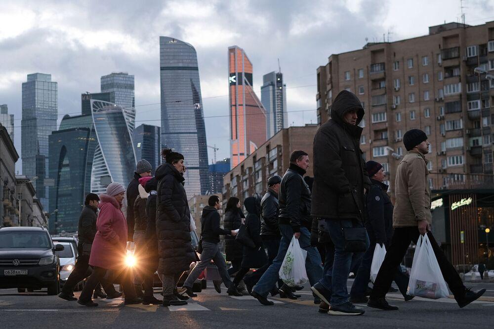 Travessia para pedestres na rua Bolshaya Dorogomilovskaya em Moscou