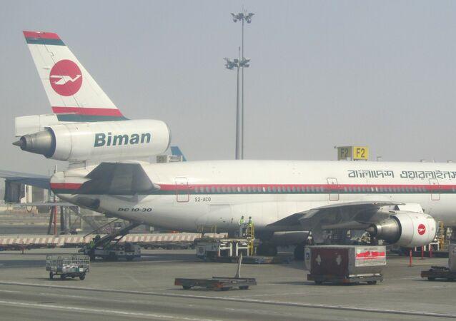 Um avião de Biman Bangladesh Airlines no aeroporto internacional de Shah Amanat (foto do arquivo).