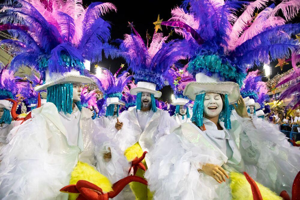 Desfile da Tuiuti no 2º dia de desfiles no Carnaval do Rio