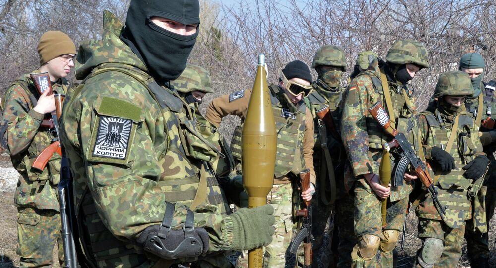 Membros do Regimento Azov, em Mariupol.