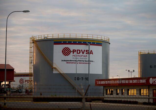 Depósitos de armazenamento de petróleo da PDVSA (imagem de arquivo)