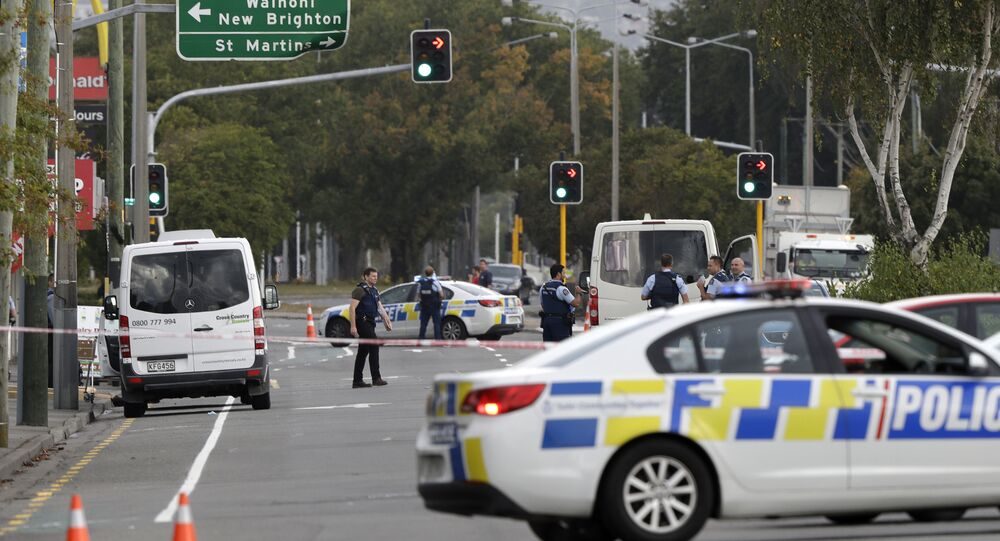 Polícia bloqueia rua perto da mesquita de Linwood, em Christchurch, Nova Zelândia, após tiroteio