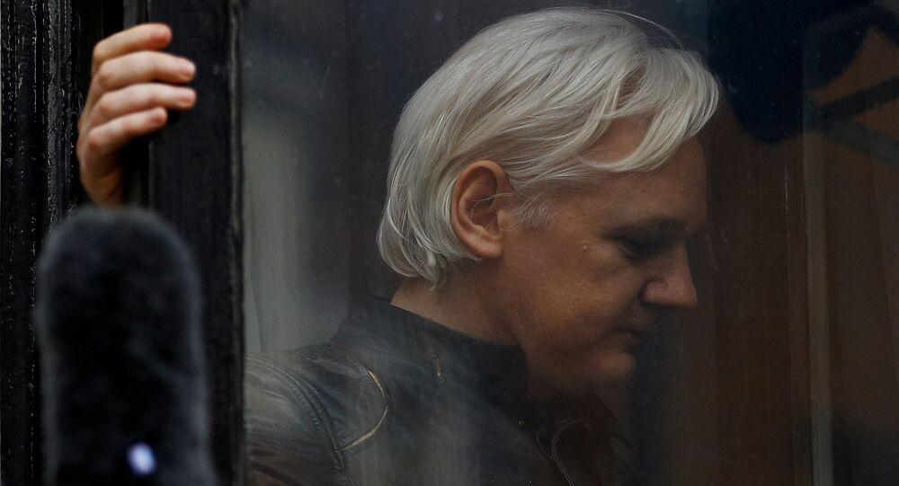 O fundador do WikiLeaks, Julian Assange, na Embaixada do Equador em Londres