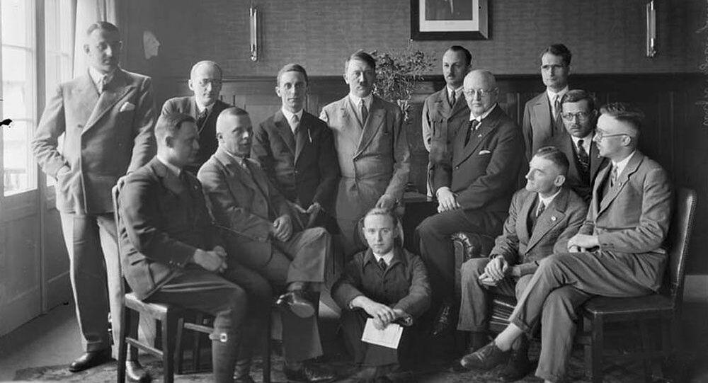 Foto rara de Adolf Hitler tirada por seu fotógrafo pessoal, Heinrich Hoffmann