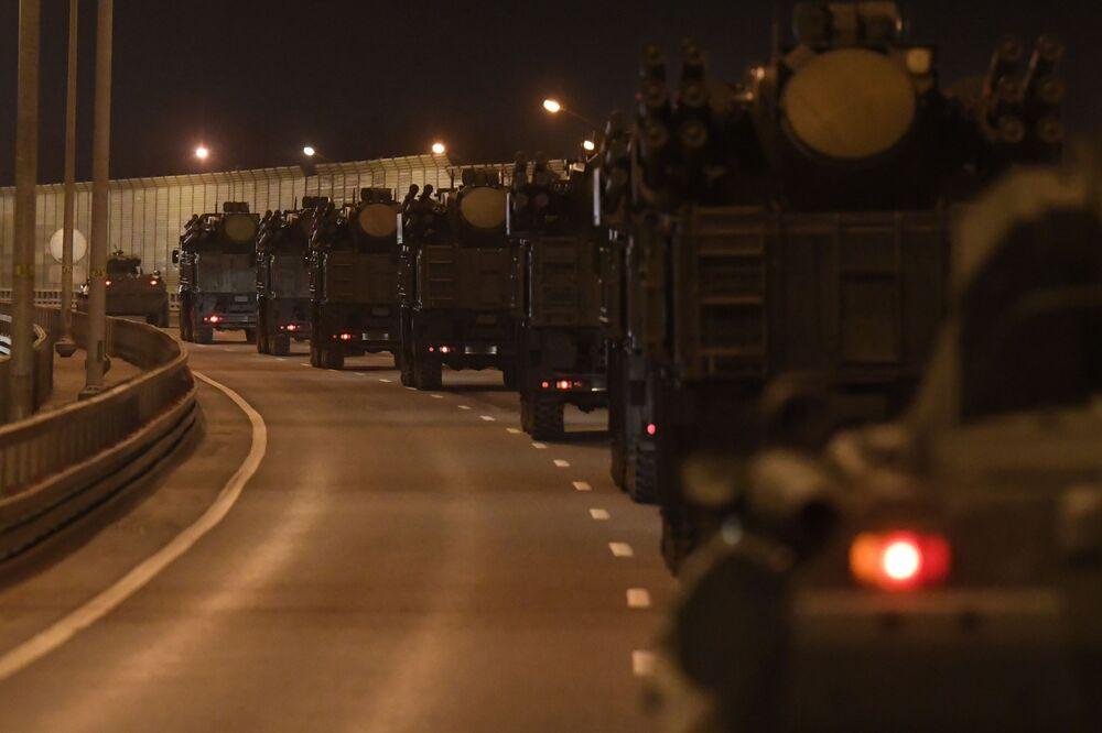Movimentação de blindados russos desde o polígono de Alabino, nos arredores de Moscou, para o centro da capital russa