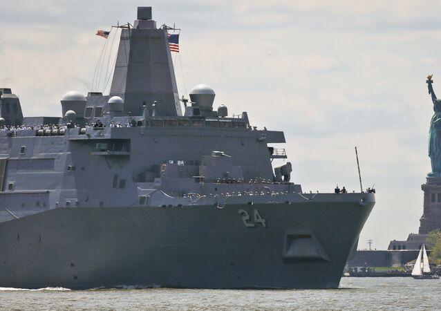 Navio USS Arlington da Marinha dos EUA (foto de arquivo)