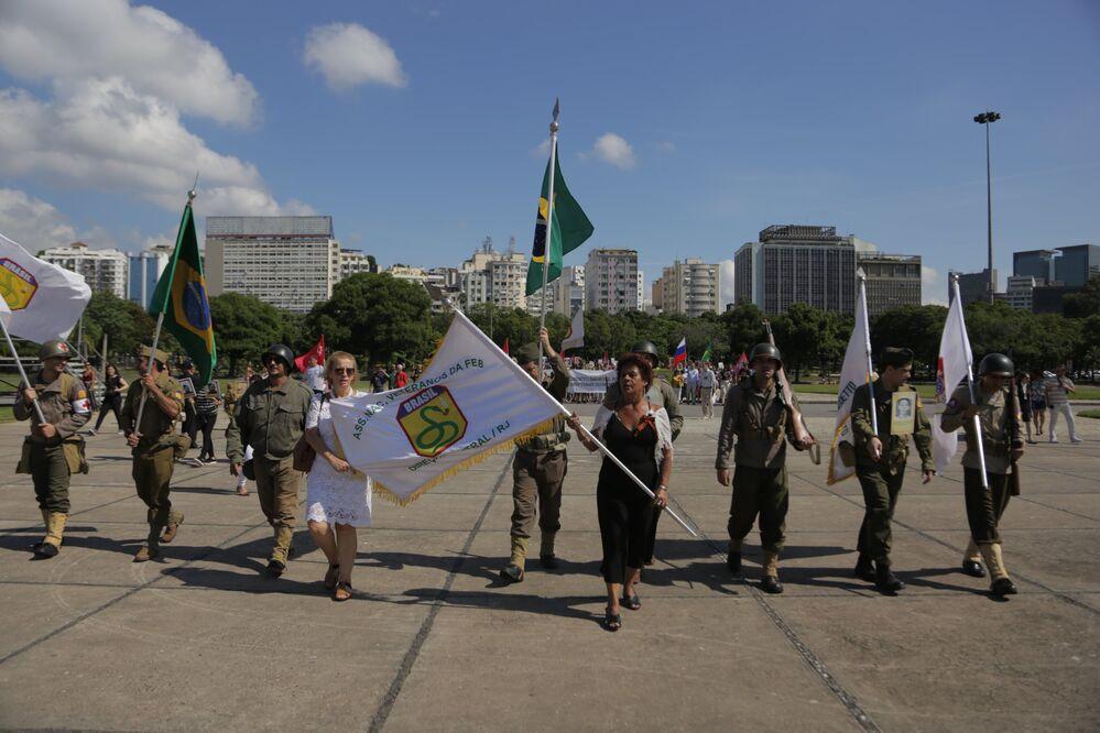 Representantes da FEB desfilaram com uniformes que as tropas brasileiras usaram na 2ª Guerra Mundial
