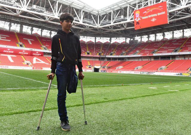 Qassem Qadim durante sua visita ao estádio Otkrytie Arena em Moscou