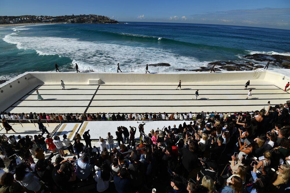 Passarela vista de cima durante desfile da Austrália Fashion Week, em Sydney