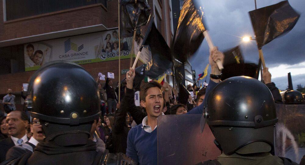 Protestos em Quito contra os projetos apresentados pelo presidente Rafael Correa para taxar heranças e lucros, em 10 de junho de 2015