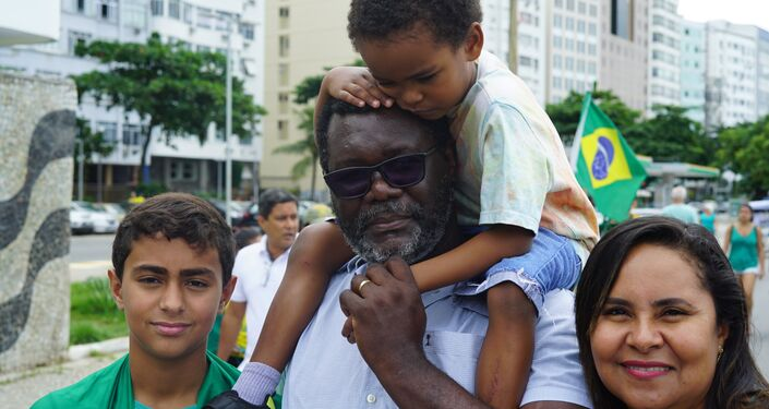 Marcos Antônio foi com toda a família participar do ato em Copacabana. Firme apoiador do presidente, ele diz não endossar toda a reforma da Previdência e defende diferenciação no tempo mínimo de contribuição para profissões diferentes.