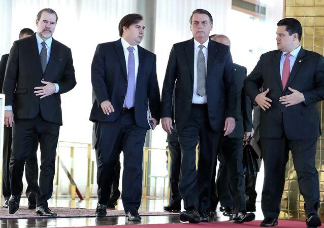 O presidente do Brasil, Jair Bolsonaro, o presidente do Supremo Tribunal Federal, Dias Toffli, o presidente da Câmara dos Deputados, Rodrigo Mais e o presidente do Senado Federal, Davi Alcolumbre após um café da manhã no Palácio da Alvorada, em Brasília.