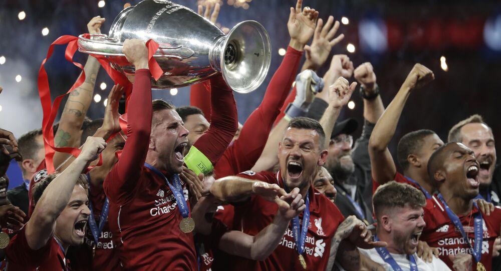 Jogadores do Liverpool comemoram o título da Liga dos Campeões de 2019 após derrotarem o Tottenham por 2 a 0 no Estádio Metropolitano de Madri