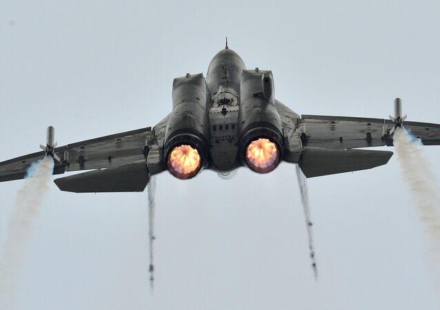 Caça russo MiG-35 durante voo de demonstração na Rússia