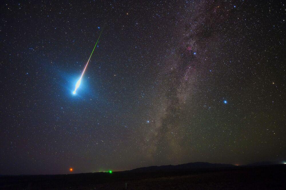 Bola de fogo de Perseidas do fotógrafo chinês Zhengye Tang