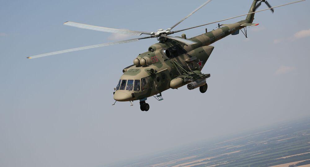Helicóptero Mi-8AMTSh durante manobras aéreas táticas da aviação tático-operacional na região russa de Krasnodar (foto de arquivo)