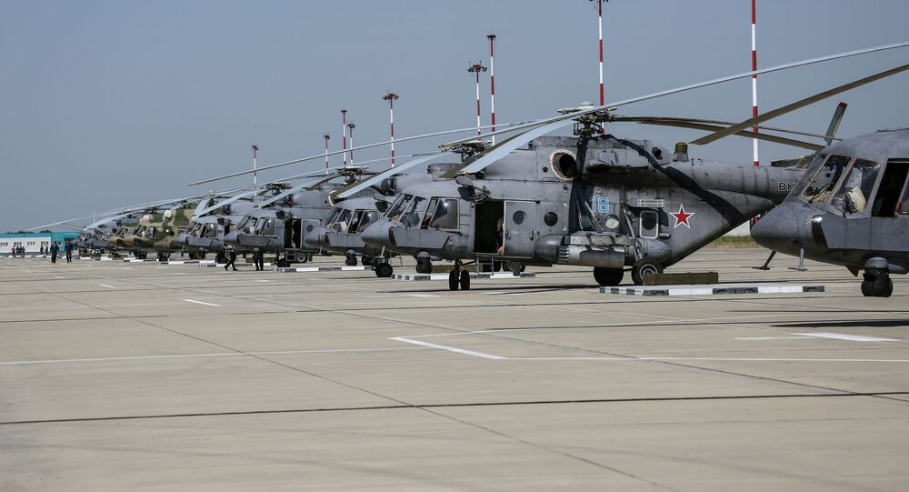 Helicópteros russos participam das manobras aéreas táticas da aviação tático-operacional na região russa de Krasnodar