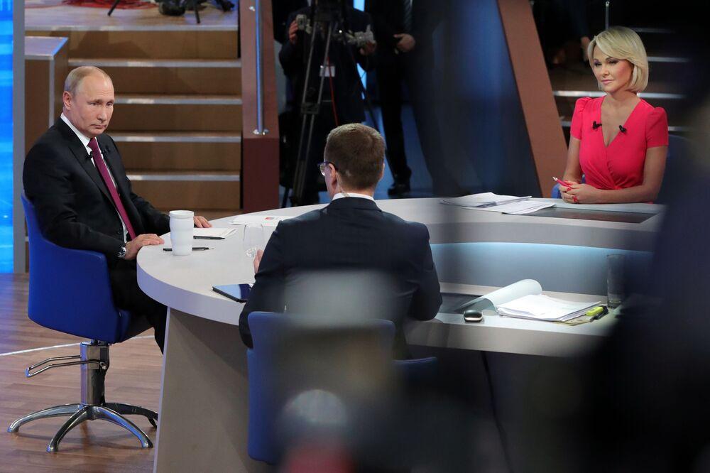 Presidente russo, Vladimir Putin em programa especial anual Linha Direta com Vladimir Putin