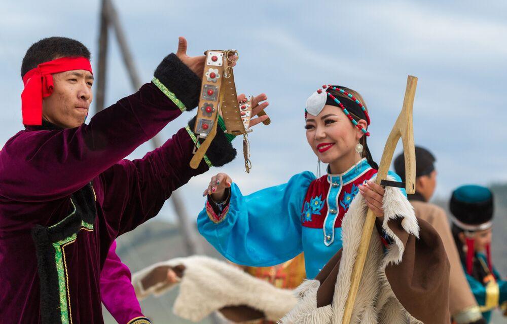 Artistas se apresentam na abertura do 7° Festival Internacional Etnocultural