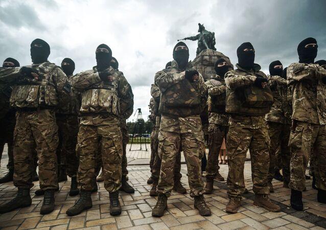 Soldados do regimento ucraniano Azov