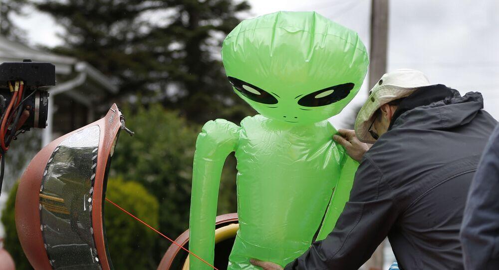 Boneco inflável de alienígena (foto de arquivo)