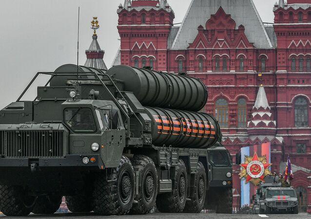Sistema antiaéreo S-400 durante um desfile militar em Moscou