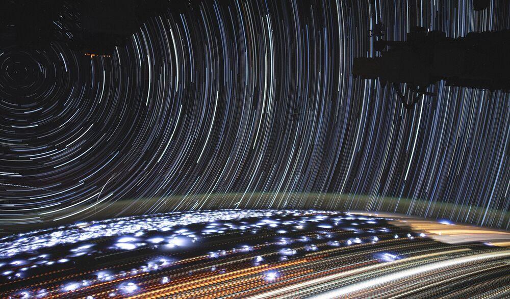 Foto de longa exposição da Terra feita a partir da Estação Espacial Internacional