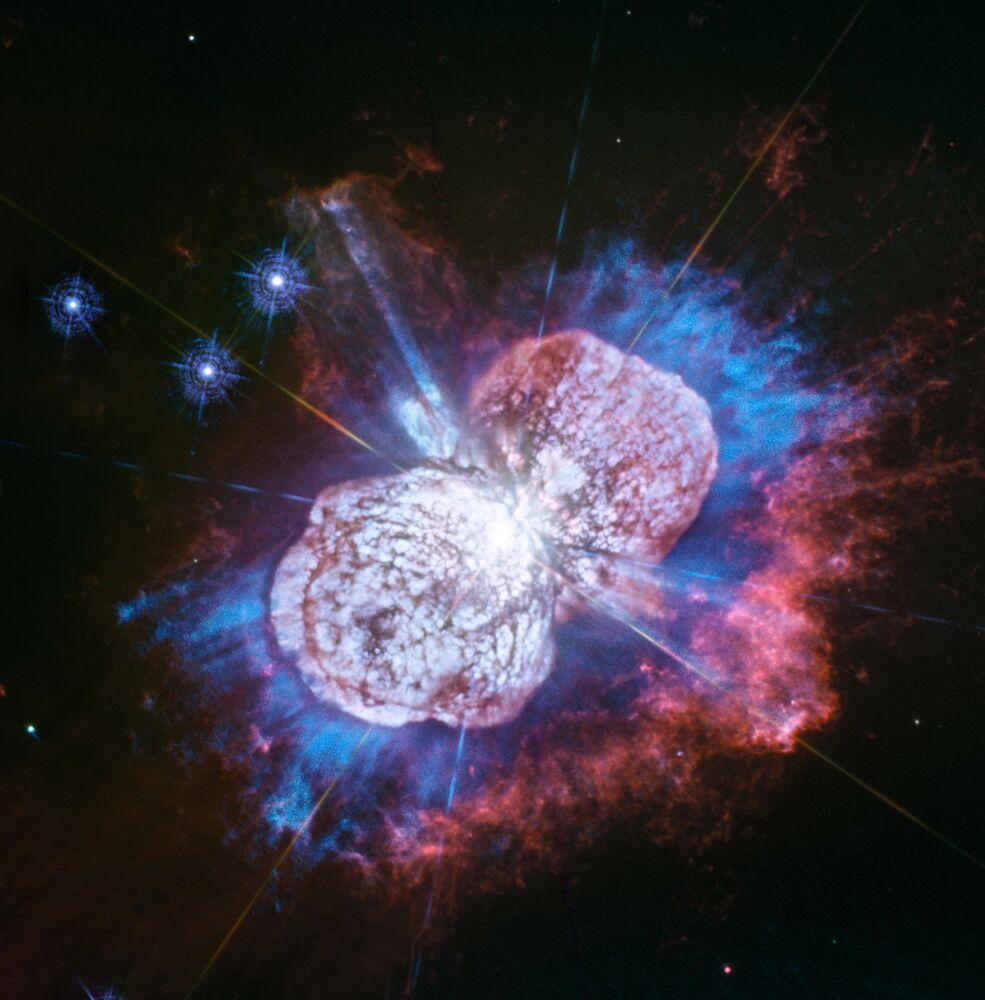 """Eta Carinae, uma das maiores estrelas da Via Láctea e potencial """"assassino"""" da vida na Terra"""