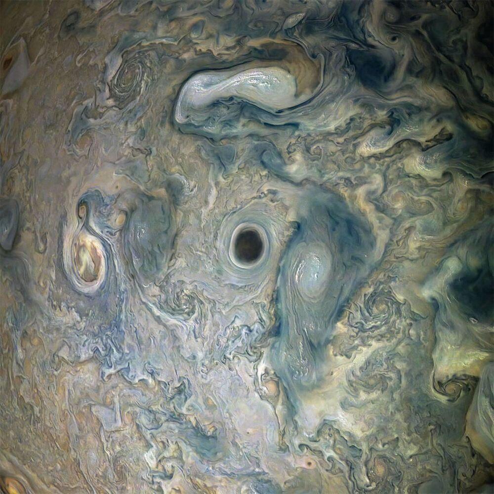 Vórtice escuro na atmosfera de Júpiter