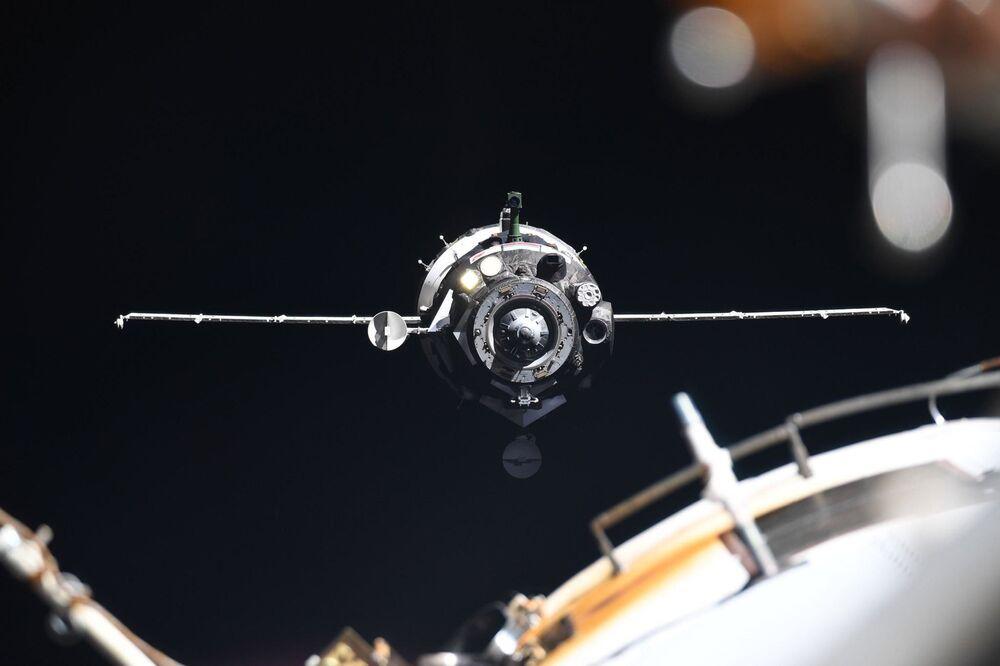 Espaçonave Soyuz MS-13 com a tripulação da Expedição 60/61 à Estação Espacial Internacional