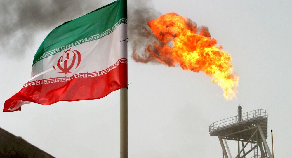 Plataforma de petróleo em Soroush, Irã em 25 de Julho de 2005