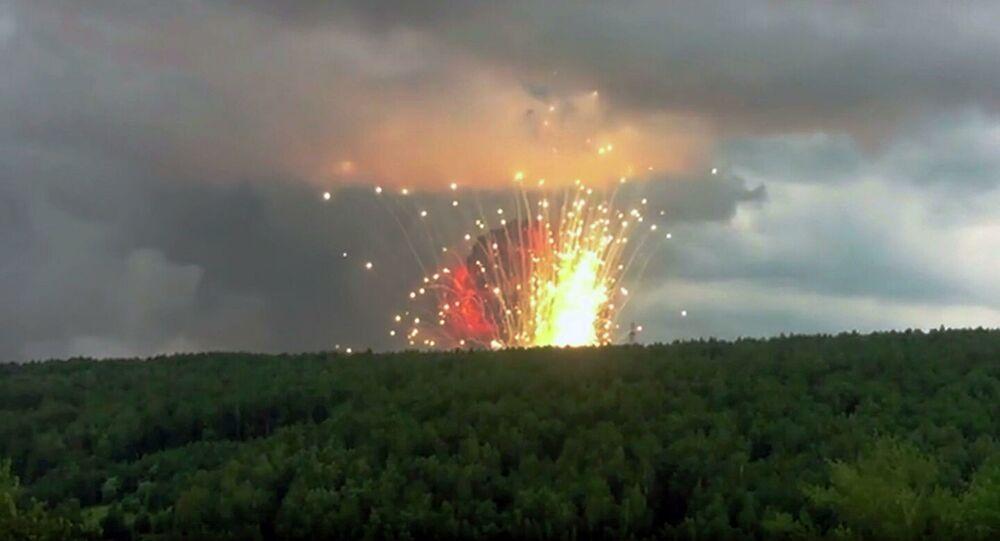 Explosões de munições de artilharia em armazém militar na região de Krasnoyarsk