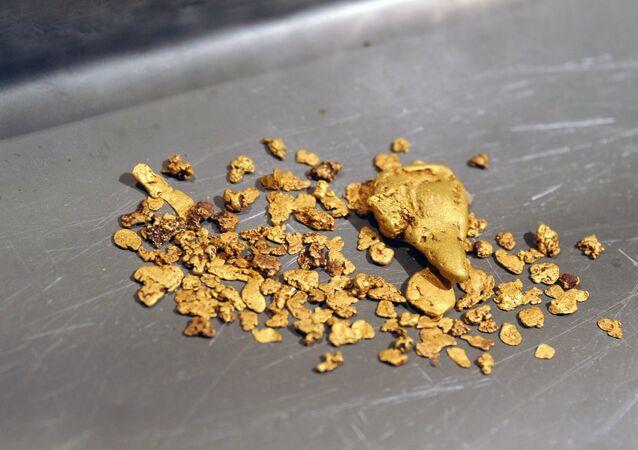 Ouro extraído na Sibéria, Rússia