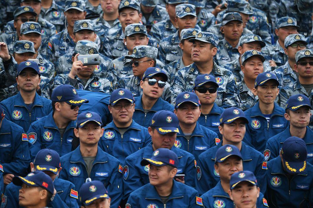 Militares chineses participam do Aviadarts 2019