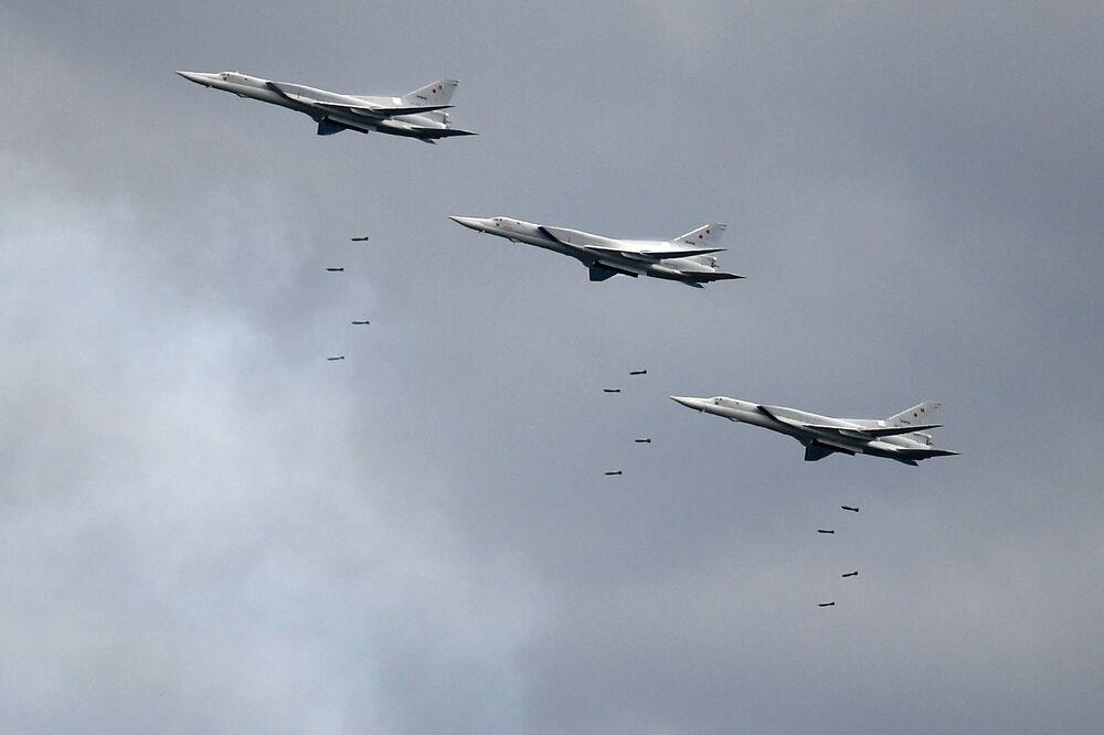 Bombardeiro de longo alcance Tu-22M3 lança mísseis no Aviadarts 2019