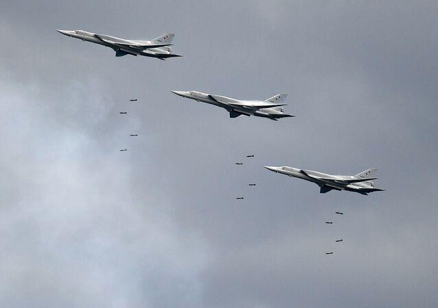 Bombardeiros de longo alcance Tu-22M3 lançam mísseis na competição aérea internacional Aviadarts 2019 (foto de arquivo)