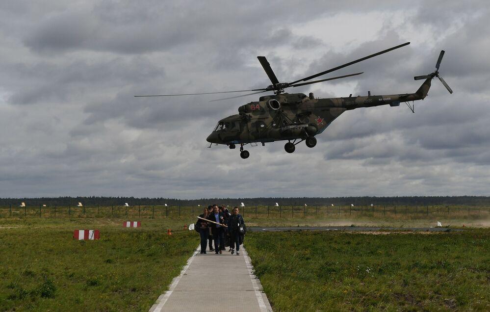 Helicóptero Mi-8 durante apresentação na Aviadarts 2019