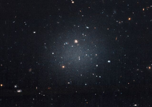 Imagem da galáxia NGC 1052-DF2, capturada pelo telescópio espacial Hubble da NASA