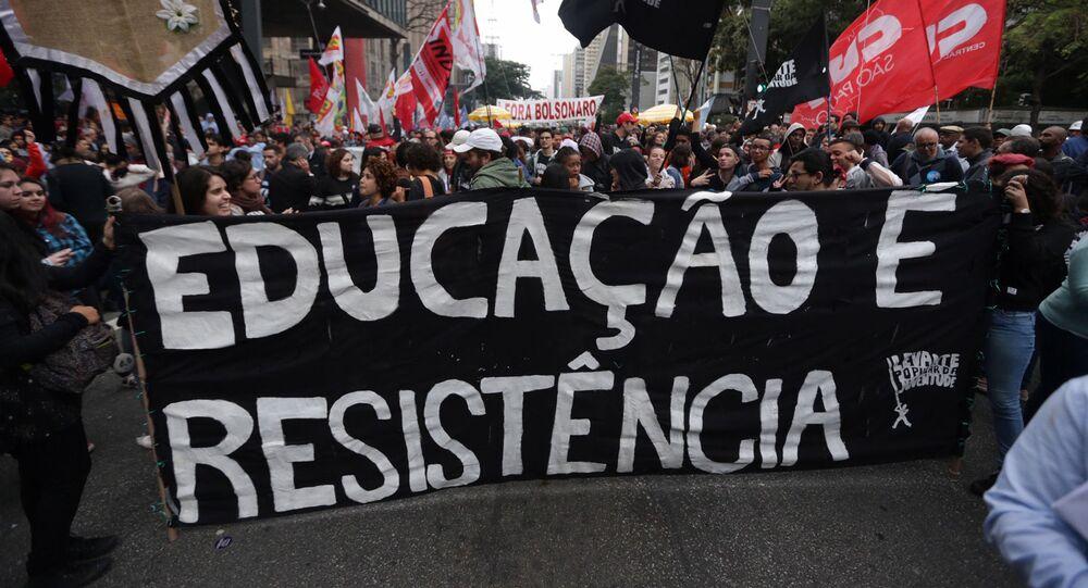 Manifestação em defesa da educação pública no centro de São Paulo