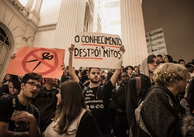 Protesto contra a reforma da previdência e cortes na educação em Curitiba, capital paranaense (arquivo)